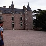 entree devant le chateau du bienassis