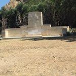 Mezarlar ve anıt