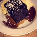 Sticky chocolate pudding and ice cream