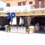 White Lady Cretan Family Taverna resmi
