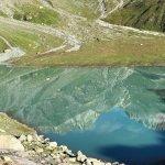 Tel un miroir ce lac vous renvoie l image des montagnes qui lui font face.