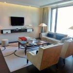 Waldorf King Ambassador Living area
