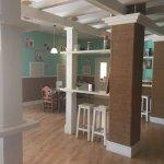 Salón del desayuno y bar