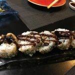Uramakis de foie y anguila con salsa teriyaki
