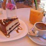 Excellent hotel avec son salon de thé et Buffet petit déjeuner avec des produits fait maison !!!