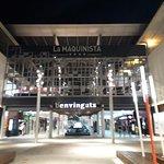 Centro comercial al lado del hotel