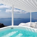 Suite with Private Outdoor Jacuzzi and Caldera View