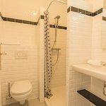 Salle de bain chambre confort vue Rocmadour