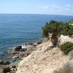 Обрывистый берег мыса -естественная защита с моря