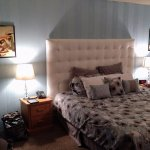 King size bed in pinup room