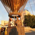 Памятник Жюль Верну на закате