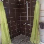 salle de bains PMR aux sanitaires