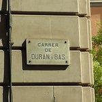 На этой улице расположен ресторан. До площади Каталунии менее 5 минут.