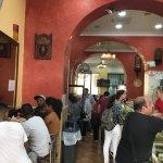 Shawarma station 1 agosto 2017 all'ora di pranzo: sono l'unico romano, anzi l'unico italiano pre