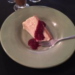 Cheesecake with raspberry sauce