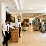 vaste espace réception/bar. Service impeccable