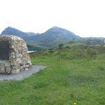 Monument érigé à la mémoire de la XIIè flotille sous-marine s'étant dans ces eaux en 19434