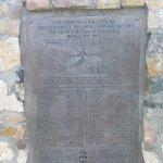Monument érigé à la mémoire de la XIIè flotille sous-marine s'étant dans ces eaux en 1943