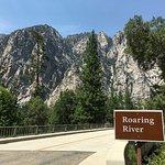 Photo de Roaring River Falls