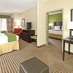 Photo of Holiday Inn Express Hotel & Suites Maumelle