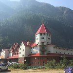 Photo de Three Valley Lake Chateau & Ghost Town
