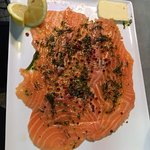 Tartare de saumon excellent  Bouquet de crevette Daurade du jour savoureuse  Profiteroles Et inc