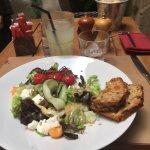 Un pavlova crémeux et léger ; une salade fraîche et originale