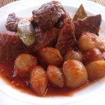 Beef stifado with rice or chips £ 9,95