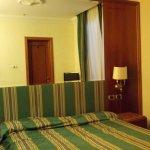 Vue de la chambre bien isolée et climatisée