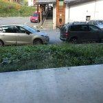 Pas de balcon comme promis ! et jolie vue sur parking !!!