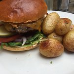 Burger, with roasted potatoes