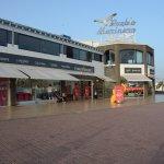Zona Comercial con muchas y bonitas tiendas