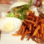 Chicken Burger + Süßkartoffelpommes
