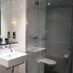 Mal Club bathroom