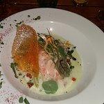 oeuf poché sur fondu de poireaux et saumon au dessus