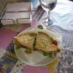 Terceto alentejano: pão do monte, carne assada e vegetais, o segredo está na maionese de laranja