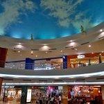 Il cielo finto della palazzina rotonda di Manado Town Square
