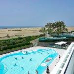Aussicht auf Pool-Terrasse & Strand