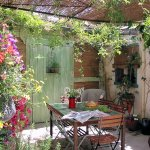 notre patio fleuri .. pour les pet dèj,.. apéros...refaire le monde...