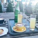 pastel de nata, kawa flat white, lemoniada
