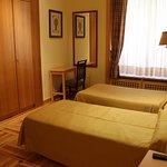 Habitación doble de dos camas individuales.