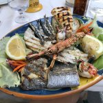 The plate of grilled seafood (approx. 25€)