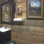 I love Heidi's style! (Restroom) 😃