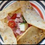 Crepe de verduras con jamón y queso.
