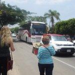 A 200 mts. del hotel pasa el autobús te lleva Jocoteec o a Tonalá al Mercado de Artesanías