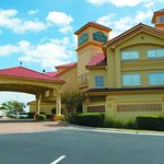 Photo of La Quinta Inn & Suites Austin Airport