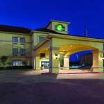 Photo of La Quinta Inn & Suites Alvarado