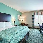 Photo de La Quinta Inn & Suites Fort Worth - Lake Worth