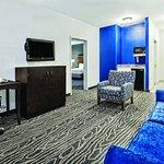 Photo de La Quinta Inn & Suites Mercedes