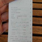 17,80€ por dos cervezas y una tonica, no dos.